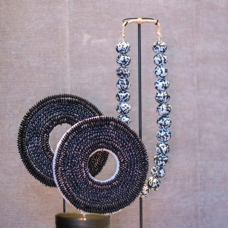 Beads necklace stone black & White