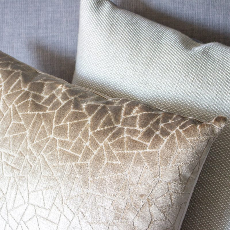 Cushion Marsha gold