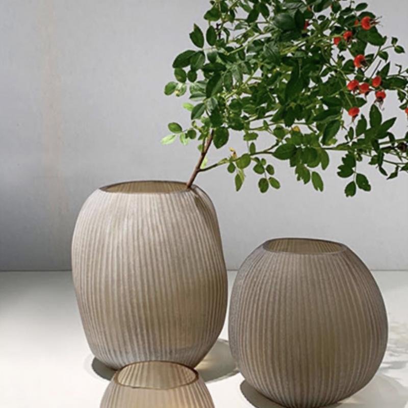 Glass vase Nagaa beigegrey